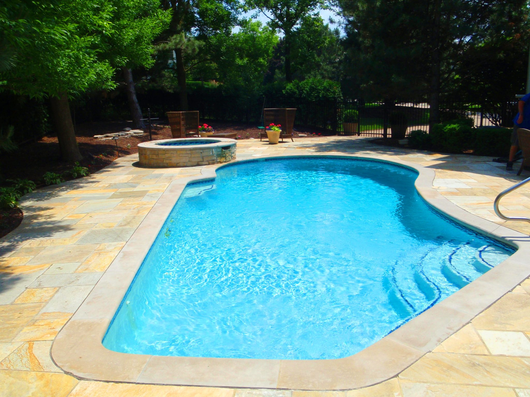 Gunite pools danna pools inc for Swimmingpool selbstaufstellend